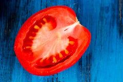 Ντομάτες σε ξύλινο Στοκ εικόνες με δικαίωμα ελεύθερης χρήσης