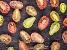 Ντομάτες στον πίνακα Στοκ Εικόνες