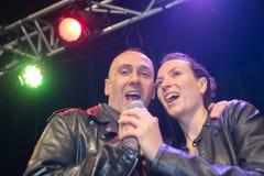 Ντουέτο τραγουδιστών στη σκηνή στοκ φωτογραφία με δικαίωμα ελεύθερης χρήσης