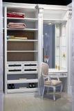 ντουλάπι μέσα σε σύγχρον&omicron Στοκ εικόνα με δικαίωμα ελεύθερης χρήσης