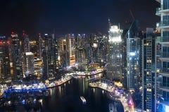 Ντουμπάι, ενωμένο αραβικό εμιράτο, νύχτα που πυροβολείται από τον ουρανοξύστη στοκ εικόνες με δικαίωμα ελεύθερης χρήσης
