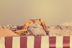 ΝΤΟΥΜΠΆΙ-ΕΝΩΜΕΝΟΣ ΑΡΑΒΙΚΑ ΕΜΙΡΑΤΑ ΣΤΙΣ 21 ΙΟΥΝΊΟΥ 2017 Εκσκαφέας κατασκευής στο Ντουμπάι Ηνωμένα Αραβικά Εμιράτα Στοκ Φωτογραφίες