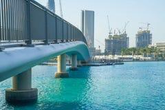 Ντουμπάι, Ηνωμένα Αραβικά Εμιράτα, 15 11 2015 ηλιόλουστη ημέρα στην αστική πόλη, Στοκ εικόνες με δικαίωμα ελεύθερης χρήσης