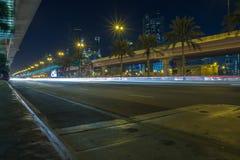 Ντουμπάι, Ηνωμένα Αραβικά Εμιράτα, 15 11 2015 νύχτα στην αστική πόλη, στρεπτόκοκκος Στοκ φωτογραφία με δικαίωμα ελεύθερης χρήσης
