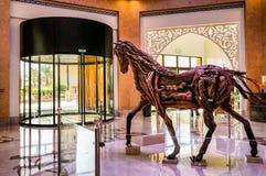 Ντουμπάι Το καλοκαίρι του 2016 Σύγχρονη και φωτεινή εσωτερική μαρμάρινη διακόσμηση στο Al Bahr Rixos Bab ξενοδοχείων στο Ras Al K Στοκ Φωτογραφία