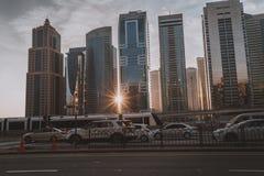 ΝΤΟΥΜΠΑΙ, Ε.Α.Ε. - 18 ΙΑΝΟΥΑΡΊΟΥ 2017: Ντουμπάι κεντρικός το βράδυ, λ Στοκ εικόνες με δικαίωμα ελεύθερης χρήσης