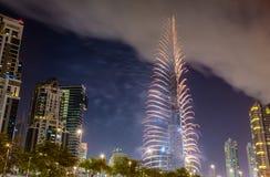 ΝΤΟΥΜΠΑΙ, Ε.Α.Ε. - 1 ΙΑΝΟΥΑΡΊΟΥ: Πυροτεχνήματα από Burj Khalifa σε νέο Year Στοκ εικόνες με δικαίωμα ελεύθερης χρήσης