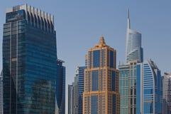 ΝΤΟΥΜΠΑΙ, Ε.Α.Ε. - 15 ΜΑΐΟΥ 2016: πύργοι στο Ντουμπάι Στοκ Εικόνες