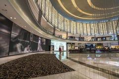 ΝΤΟΥΜΠΑΙ, Ε.Α.Ε. - 06.2018 Ιανουαρίου: μέσα στη λεωφόρο του Ντουμπάι Το Ντουμπάι Μ Στοκ φωτογραφία με δικαίωμα ελεύθερης χρήσης