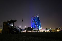 ΝΤΟΥΜΠΑΙ, ΗΝΩΜΕΝΑ ΑΡΑΒΙΚΆ ΕΜΙΡΆΤΑ, Ε.Α.Ε. - 19 ΙΑΝΟΥΑΡΊΟΥ 2018 Al Naseem Jumeirah ξενοδοχείων πλησίον με το Al Άραβας Burj Στοκ Εικόνα
