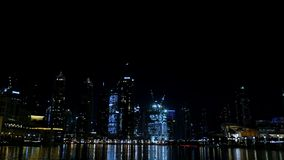 ΝΤΟΥΜΠΑΙ, ΗΝΩΜΕΝΑ ΑΡΑΒΙΚΆ ΕΜΙΡΆΤΑ, Ε.Α.Ε. - 20 ΝΟΕΜΒΡΊΟΥ 2017: Η νύχτα Ντουμπάι, φω'τα των ουρανοξυστών πόλεων νύχτας, λάμπει φιλμ μικρού μήκους