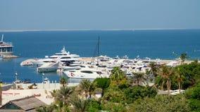 ΝΤΟΥΜΠΑΙ, ΗΝΩΜΕΝΑ ΑΡΑΒΙΚΆ ΕΜΙΡΆΤΑ, Ε.Α.Ε. - 20 ΝΟΕΜΒΡΊΟΥ 2017: μαρίνα κοντά στο Al Άραβας Burj ξενοδοχείων, υπάρχουν πολλοί όμορφ απόθεμα βίντεο