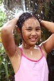 ντους κοριτσιών στοκ φωτογραφία με δικαίωμα ελεύθερης χρήσης