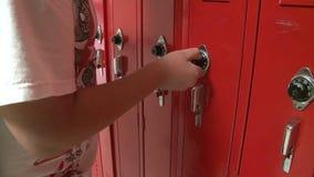 Ντουλάπι ανοίγματος σπουδαστών (1 6) απόθεμα βίντεο