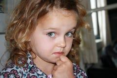 ντροπιασμένο κορίτσι UPS Στοκ εικόνες με δικαίωμα ελεύθερης χρήσης