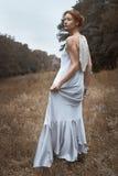 ντύνοντας απομονωμένη φόρεμα λευκή γυναίκα σακακιών Στοκ Εικόνες