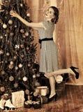 ντύνοντας γυναίκα δέντρων Χ Στοκ φωτογραφίες με δικαίωμα ελεύθερης χρήσης