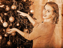 ντύνοντας γυναίκα δέντρων Χ Στοκ εικόνα με δικαίωμα ελεύθερης χρήσης
