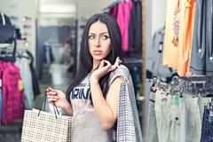 ντύνοντας γυναίκα καταστ& Στοκ Εικόνες