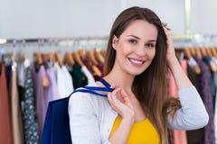 ντύνοντας γυναίκα καταστ& Στοκ Εικόνα