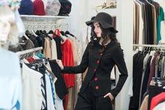 ντύνοντας γυναίκα καταστ& Στοκ Φωτογραφία
