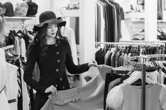 ντύνοντας γυναίκα καταστ& Στοκ Φωτογραφίες