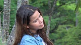 Νυσταλέα και κουρασμένη στήριξη κοριτσιών εφήβων Στοκ φωτογραφία με δικαίωμα ελεύθερης χρήσης