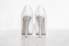 Νυφικά άσπρα παπούτσια Στοκ φωτογραφία με δικαίωμα ελεύθερης χρήσης