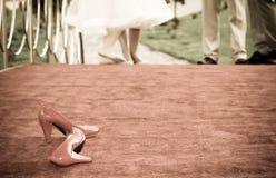 νυφικά κόκκινα παπούτσια Στοκ φωτογραφία με δικαίωμα ελεύθερης χρήσης