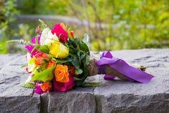 Νυφικά μικτά ανθοδέσμη λουλούδια Στοκ εικόνα με δικαίωμα ελεύθερης χρήσης