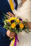 Νυφική ανθοδέσμη στη ημέρα γάμου στοκ εικόνες