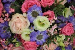 Νυφική ανθοδέσμη στο ροζ και το μπλε Στοκ εικόνα με δικαίωμα ελεύθερης χρήσης