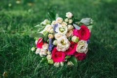 Νυφική ανθοδέσμη των φρέσκων λουλουδιών στοκ φωτογραφία