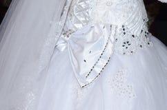 Νυφική ανθοδέσμη των τεχνητών άσπρων και ρόδινων τριαντάφυλλων Στοκ φωτογραφία με δικαίωμα ελεύθερης χρήσης