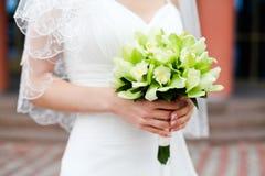 Νυφικό πράσινο και άσπρο φόρεμα ανθοδεσμών Στοκ εικόνα με δικαίωμα ελεύθερης χρήσης