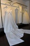 Νυφικό φόρεμα κατά τη διάρκεια του Βίκτωρ και του Rolf Mariage Spring/της παρουσίασης θερινής 2018 συλλογής Στοκ Εικόνες