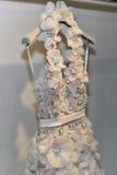 Νυφικό φόρεμα κατά τη διάρκεια του Βίκτωρ και του Rolf Mariage Spring/της παρουσίασης θερινής 2018 συλλογής Στοκ Φωτογραφίες