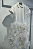 Νυφικό φόρεμα κατά τη διάρκεια του Βίκτωρ και του Rolf Mariage Spring/της παρουσίασης θερινής 2018 συλλογής Στοκ Εικόνα