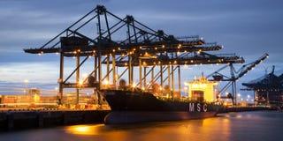 Νυχτερινή βάρδια Deurganckdock στο containerterminal της Αμβέρσας Στοκ φωτογραφία με δικαίωμα ελεύθερης χρήσης