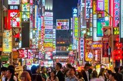 Νυχτερινή ζωή σε Shinjuku, Τόκιο, Ιαπωνία Στοκ Φωτογραφία