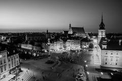 Νυχτερινή ζωή στη Βαρσοβία, Πολωνία, άνθρωποι στο τετράγωνο παλατιών Στοκ φωτογραφίες με δικαίωμα ελεύθερης χρήσης