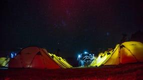 Νυχτερινοί ουρανοί σε Kedarkantha τον Οκτώβριο Στοκ Εικόνες