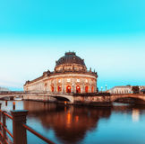 Νυχτερινοί φωτισμοί του νησιού μουσείων στο Βερολίνο, Γερμανία στοκ φωτογραφία με δικαίωμα ελεύθερης χρήσης
