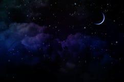 Νυχτερινός ουρανός με τα αστέρια και τα σύννεφα στοκ φωτογραφία με δικαίωμα ελεύθερης χρήσης