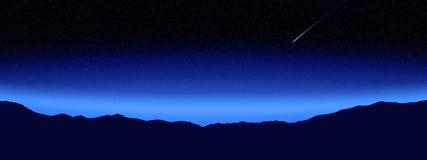 Νυχτερινός ουρανός με το βουνό σκιαγραφιών Στοκ Φωτογραφία