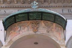 Νωπογραφία στην πρόσοψη του della Santissima Annunziata βασιλικών στη Φλωρεντία Στοκ Φωτογραφία
