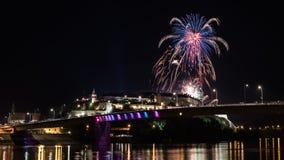 Νόβι Σαντ το /Serbia - 12 Ιουλίου 2018: Πυροτεχνήματα στη βραδιά των εγκαινίων του φεστιβάλ μουσικής εξόδων Στοκ Εικόνες