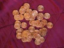 Νόμισμα ενός δολαρίου σεντ, Ηνωμένες Πολιτείες πέρα από το κόκκινο βελούδο Στοκ Εικόνες