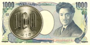 νόμισμα 100 ιαπωνικό γεν ενάντια τραπεζογραμμάτιο 1000 στο ιαπωνικό γεν στοκ φωτογραφίες