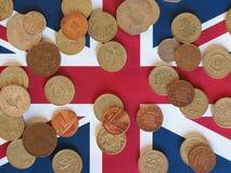 Νόμισμα λιβρών, Ηνωμένο Βασίλειο πέρα από τη σημαία Στοκ φωτογραφία με δικαίωμα ελεύθερης χρήσης